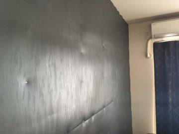 吸音材と遮音材を賃貸の壁に貼り付けて防音対策する方法。