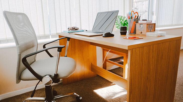 リモートワーク・在宅勤務でおすすめの机はスタンディングデスク